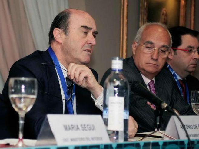 El ex concejal de Seguridad de Madrid Antonio de Guindos, en el centro...