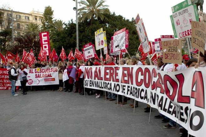 Concentración de los trabajadores de Coca-cola en Plaza España.