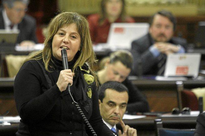 La consellera de Educación, Joana Maria Camps, en el Parlament.