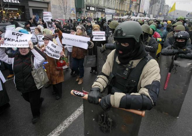 Manifestantes rusos, en las calles de Kiev