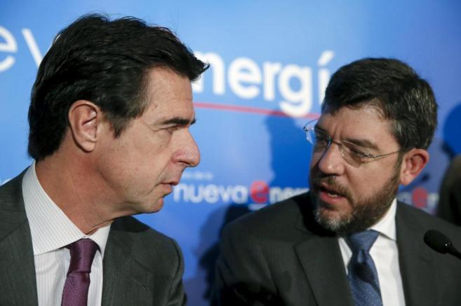El ministro de Industria, José Manuel Soria, con el secretario de...