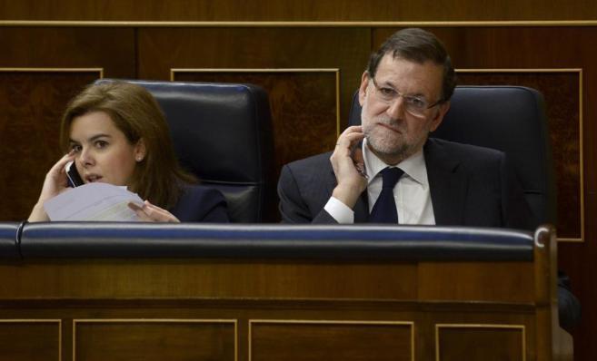 Soraya Sáenz de Santamaría y Mariano Rajoy, duranet un pleno del...