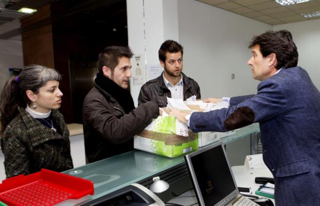 Tres miembros del movimiento ciudadano 'Balears diu no'.