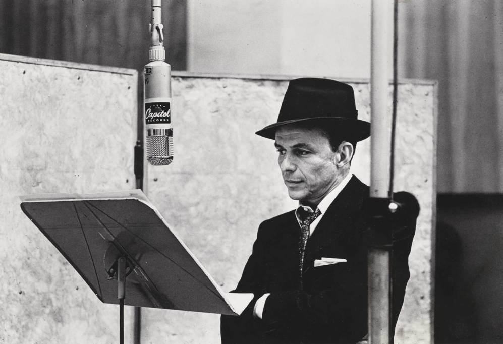 Frank Sinatra en el estudio de grabación.