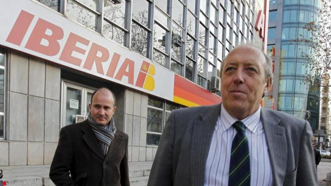 El jefe de la sección sindical del Sepla, Justo Peral (en primer...