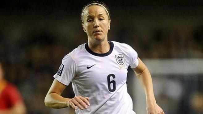 Casey Stoney, en un partido con la selección inglesa de fútbol.