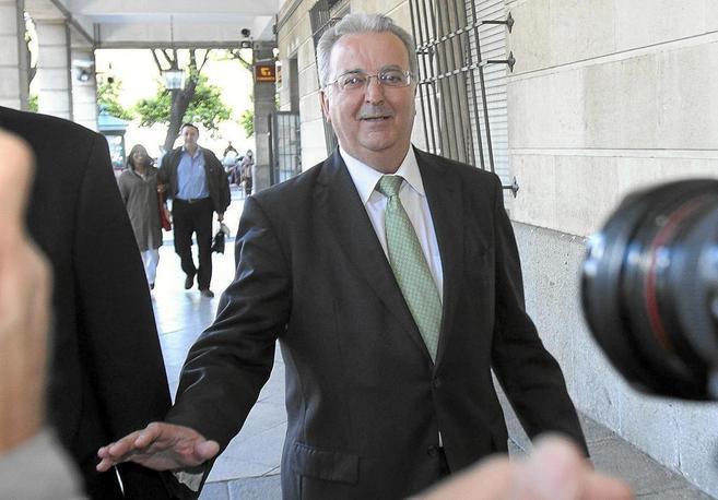 Antonio Fernández, ex consejero de Empleo, en una visita al juzgado.