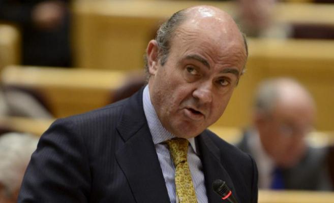 El ministro de Economía, Luis de Guindos, durante su comparecencia en...