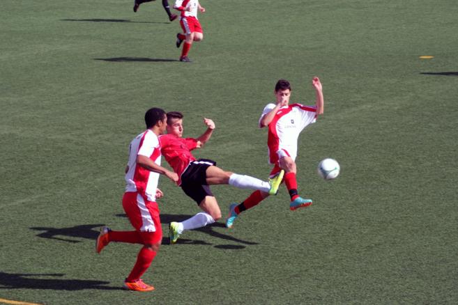 Una imagen del partido entre el Comarca del Mármol y La Cañada.