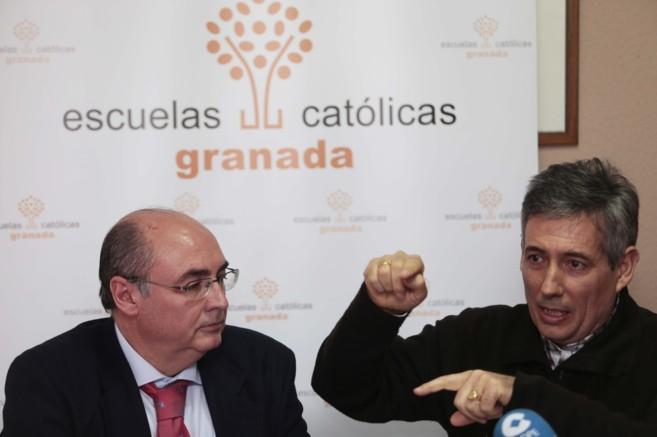 Carlos Ruiz, secretario de las Escuelas Catolicas, junto con Manuel...