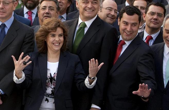 Soraya Sáenz de Santamaría, junto a Juan Manuel Moreno, durante una...