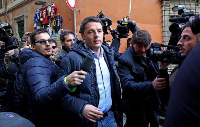 El líder del Partido Demócrata italiano, Matteo Renzi, a las puertas...