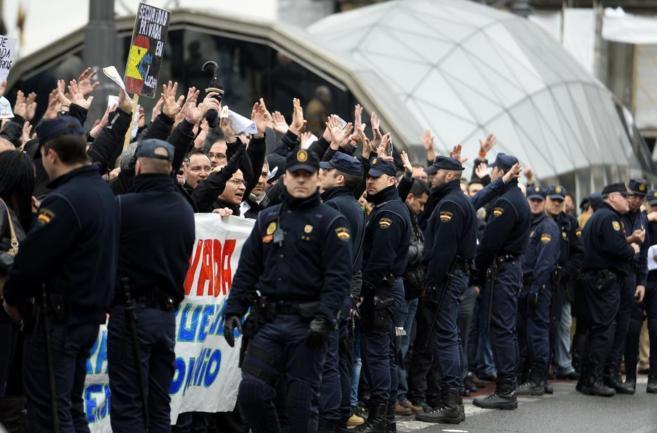 Manifestación de vigilantes de seguridad privada, este jueves en Sol.