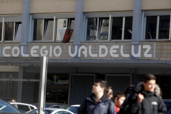 El colegio Valdeluz Agustinos, donde trabajaba el profesor detenido y...