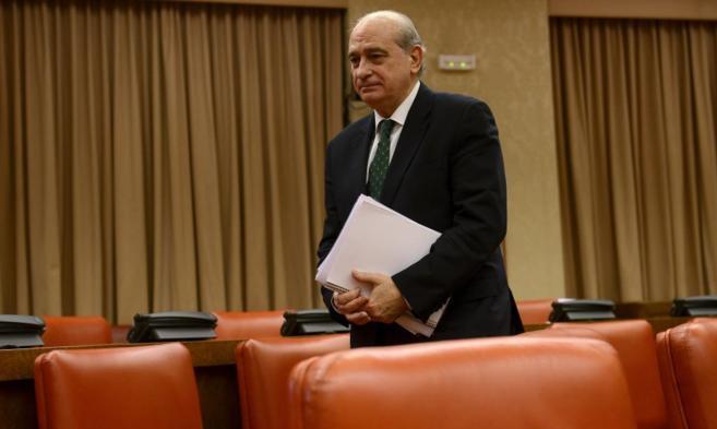 El ministro del Interior, Jorge Fernández Díaz, tras su...