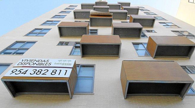 Un bloque de viviendas disponibles de una promoción inmobiliaria en...