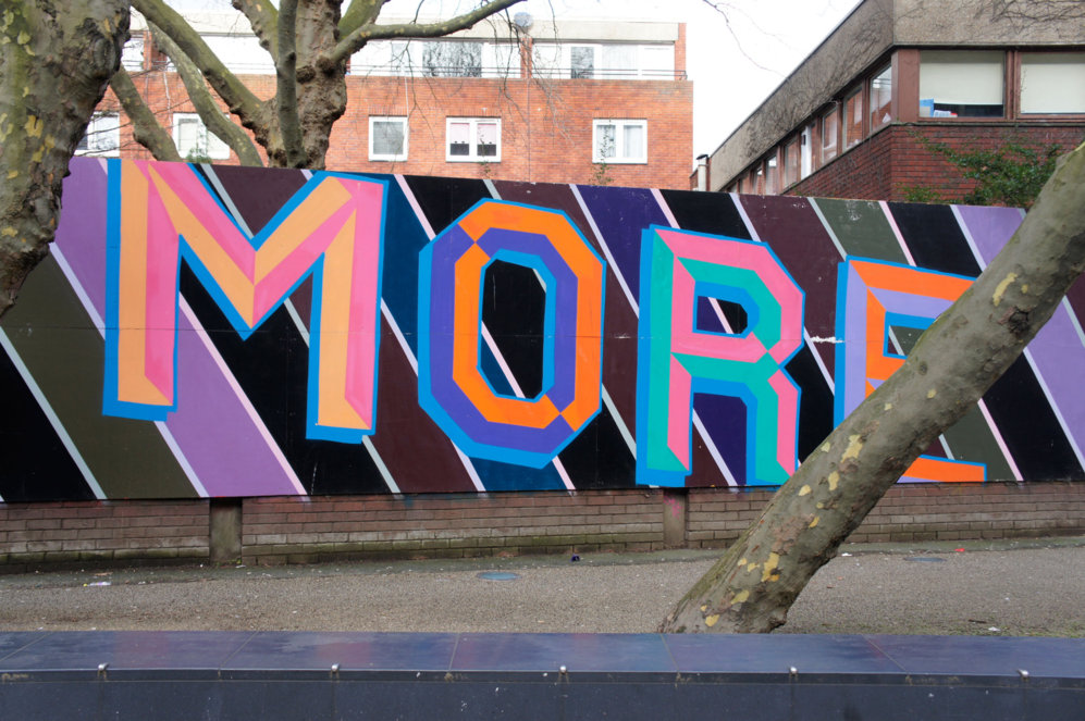 Mural en la zona de Old Street obra de Ben Eine a instancias de una...