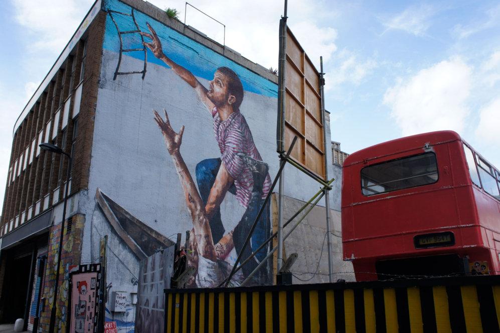 Las zonas en obras son un filón para los artistas urbanos. Mientras...