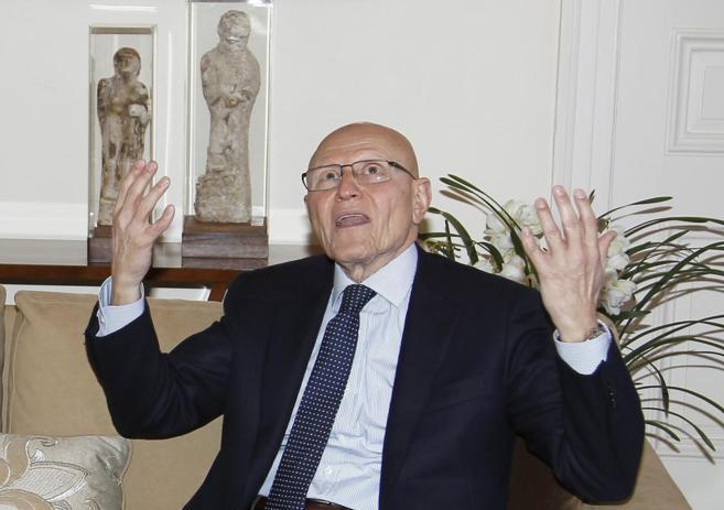 El primer ministro libanés Tammam Salam en una entrevista su casa de...