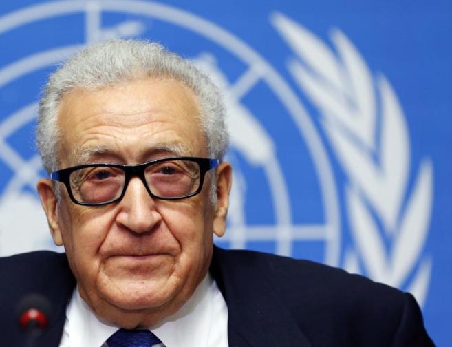 El mediador internacional, Lajdar Brahimi, en rueda de prensa en...