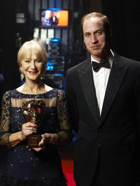 La actriz Helen Mirren, junto al príncipe Guillermo, en la ceremonia...
