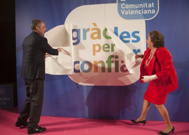 Francisco Camps y Rita Barberá celebran el triunfo electoral del año...