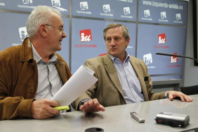 Cayo Lara y Willy Meyer durante una rueda de prensa.