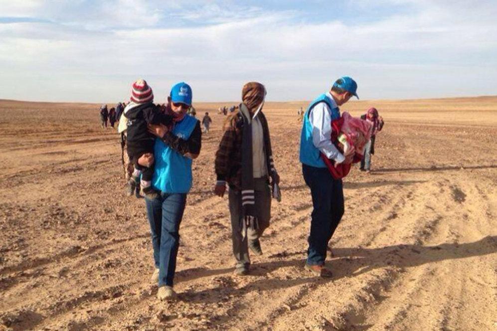 """El mismo lugar donde ayer se realizó la fotografía de Marwan, pero tomada el 24 de enero pasado y con otros niños.  A finales de 2013, ACNUR había registrado 1.320 menores no acompañados en Jordania y 2.440 en el Líbano. según el estudio de ACNUR se está incrementando el número de niños """"apátridas"""", ya que los países que les acogen no les inscriben en sus registros."""