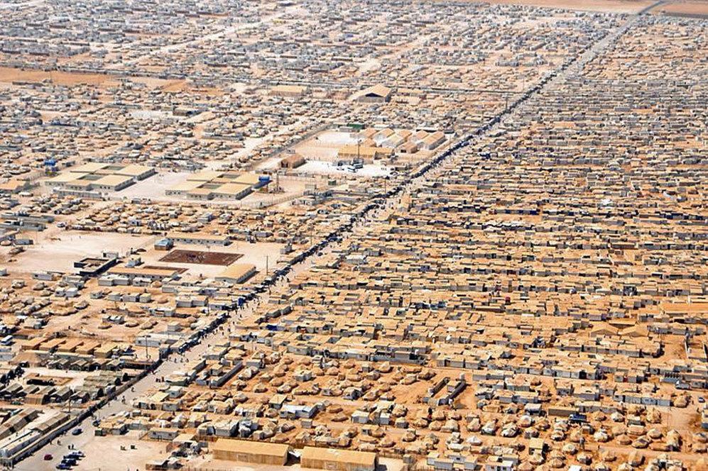 Fotografía área del campamento de refugiados en la frontera jordana al que cada día llegan decenas de sirios escapando de una cruenta guerra.