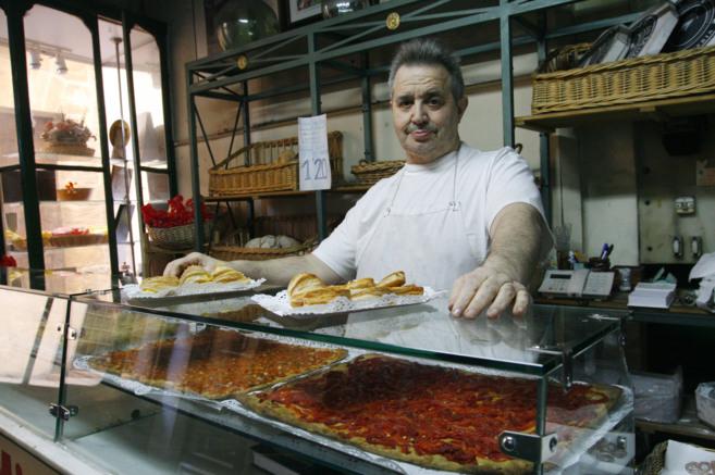 Miquel en su panadería de la calle Pelleteria.
