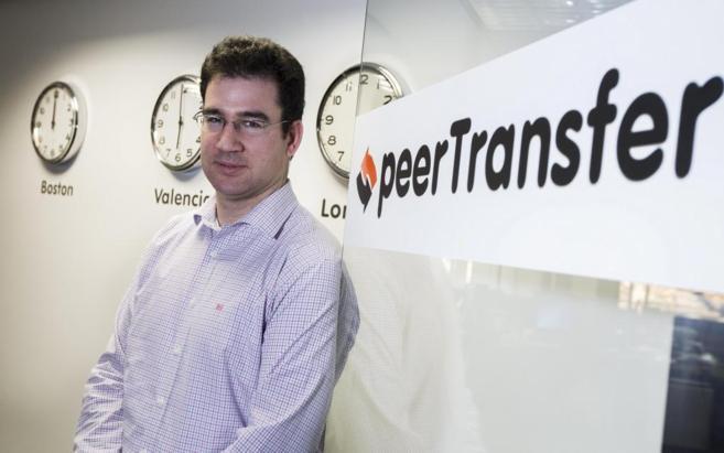 El fundador de peerTransfer, Iker Marcaide, en la sede de la empresa...