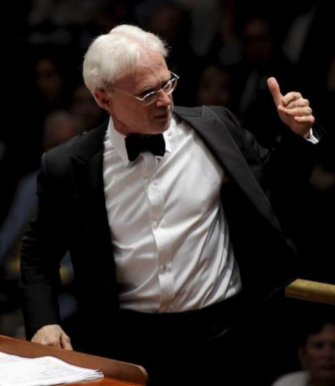 John Adams, durante un concierto.