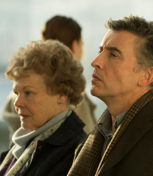 Los protagonistas de 'Philomena', Steve Coogam y Judi Dench.