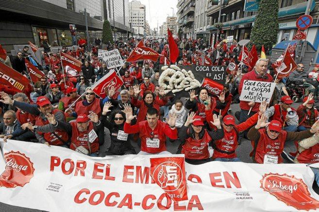 Manifestación de los empleados de Coca-Cola en Alicante contra el...