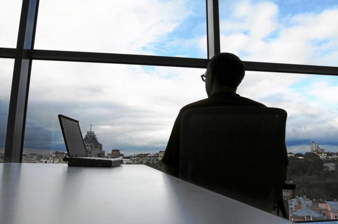 Permanecer mucho tiempo sentado está asociado con problemas a largo...