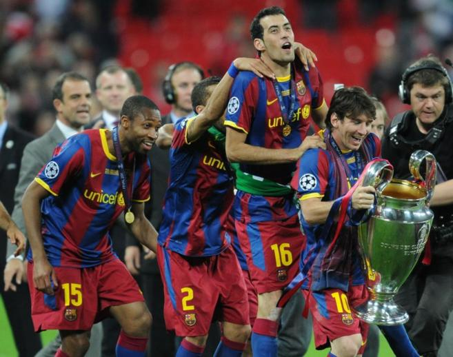 Los jugadores del Barça celebran el título de la Champions League...