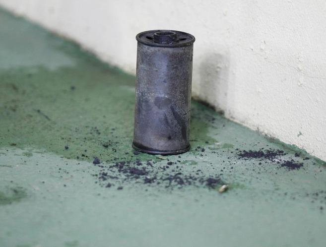 El bote de gas lacrimógeno arrojado al césped de El Madrigal.