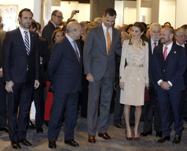 Los Príncipes de Asturias acompañados por Wert, el director de ARCO;...