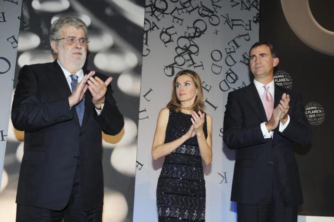 El empresario José Manuel Lara, junto a los Príncipes de Asturias en...