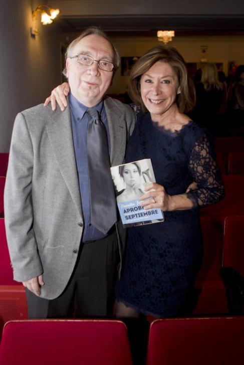 Faltoyano con su pareja, el cineasta Fernando Méndez-Leite.