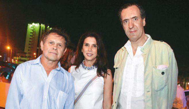 Carlos Mattos, posa junto a su ex, la bella Loretta, y Jaime de...