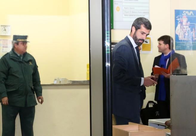 El directivo de Invercaria Manuel Jesús Rodríguez, en el arco de...
