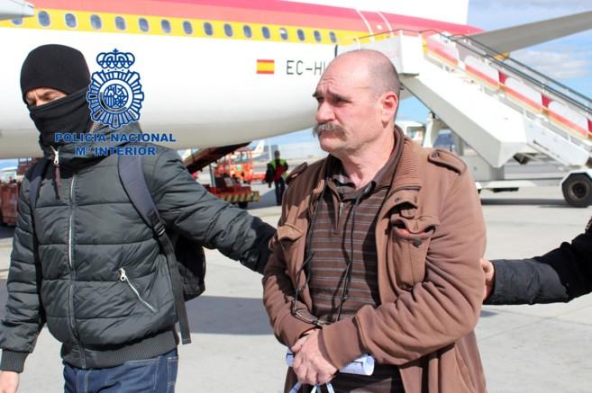 José Lorenzo Ayestarán Legorburu, en el aeropuerto de Barajas.