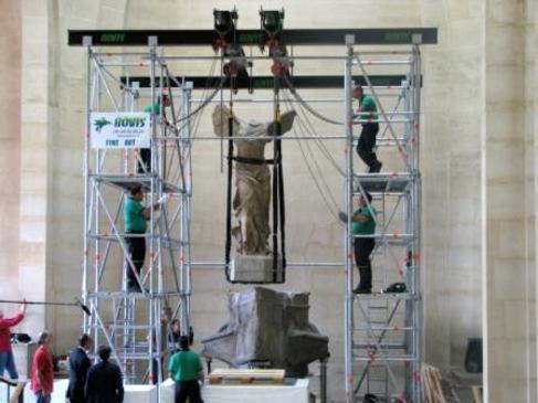 La estructura de Tti para la Victoria de Samotracia, en el Louvre.