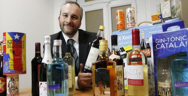Ramón Carner comercializa productos nacionalistas, como la ginebra...