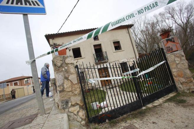 Entrada principal de la casa rural situada en Todómar (Burgos) en la...