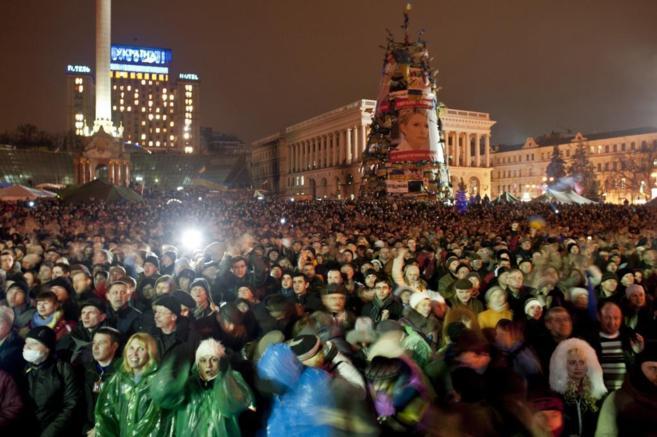 Concentración de manifestantes y opositores en la Plaza de la...