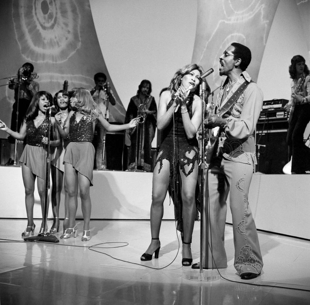 Ike y Tina Turner, en una actuación televisiva, en 1975.