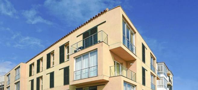 Imagen de un bloque de pisos en Menorca.