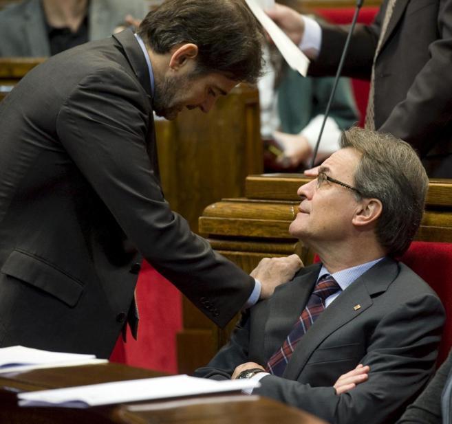 Mas y Oriol Pujol en el Parlament